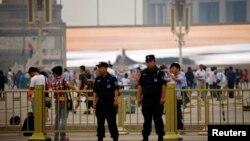 중국 현지 경찰들이 텐안먼 사태 24주년을 맞아 텐안먼 및 베이징 주변의 통제를 강화했다.