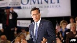 Kandidat za republikansku predsedničku nominaciju, bivši guverner Masačusetsa Mit Romni, vodi u anketama medju republikanskim biračima na nacionalnom nivou.