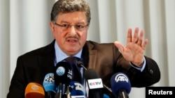 """敘利亞反對派""""高級談判委員會""""的發言人在日內瓦舉行記者會(2016年1月31日)"""
