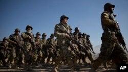 در حال حاضر، نظامیان افغان در بیش از پانزده ولایت با طالبان و گروهای دهشت افگن درگیر جنگ میباشند