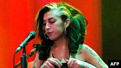 Amy Winehouse gjendet e vdekur në shtëpinë e saj në Londër