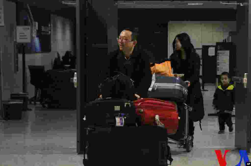 余杰一家顺利抵达华盛顿杜勒斯机场