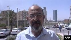 Phóng viên người Ý Claudio Monici làm việc cho Avvenire Catholic, phát biểu trước các nhà báo tại Tripoli sau khi được trả tự do, ngày 25/8/2011