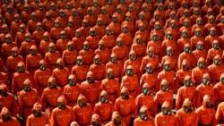 北韓國慶夜間閱兵 只見防護服未見導彈
