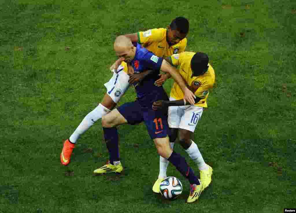 نیدرلینڈ ک روبین برازیل کے کھلاڑیوں کےلیے ایک چیلینج بنے ہوئے تھے