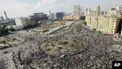 30일 이집트 수도 카이로 중심가 타흐리르 광장에 호스니 무바라크 대통령 퇴진을 요구하는 반(反)정부 시위대가 운집해 있다.