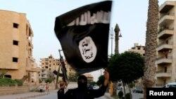 Wani Dan ISIS Dauke Da Tutarsu