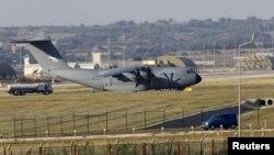 Tранспортный самолет ВВС Турции на авиабазе Инджирлик.