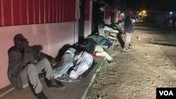 Veteranos dormem em frente à caixa social