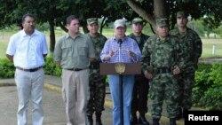 El presidente Juan Manuel Santos se dirigió a los soldados desde la provincia de Arauca y le pidió seguir adelante, en tanto no se firme la paz.