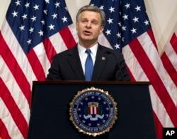 크리스토퍼 레이 연방수사국(FBI) 국장이 지난달 워싱턴 D.C. 의 FBI 본부에서 연설하고 있다.
