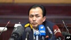 10일 기자회견을 갖고 있는 류금철 조선 우주공간위원회 우주개발국 부국장.