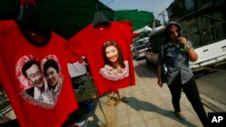 Hình cựu Thủ tướng Thái Yingluck Shinawatra và ông Thaksin Shinawatra.