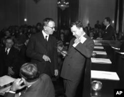 Edward Rightor, left, and Senator Huey P. Long get confrontational at Senate hearing in 1934.
