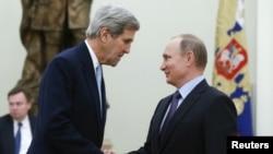 Američki državni sekretar Džon Keri i predsednik Rusije Vladimir Putin, Moskva 15. decembar 2015.