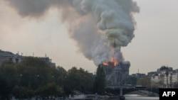 巴黎市中心著名的聖母院大教堂週一下午發生大火