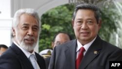 Tổng thống Ðông Timor Xanana Gusmao (trái) và Tổng thống Indonesia Susilo Bambang Yudhoyono