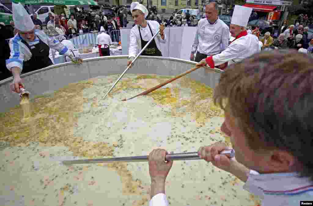 "Bosnian chefs cook in a Guinness Book of World Records attempt for the largest chicken broth, in a central square of the Bosnian capital of Sarajevo. ""Bey's Broth,"" the Bosnian meat and vegetable specialty weighing 4,124 kilograms, includes one ton of poultry, 350 kilograms of various vegetables, 120 liters of oil, 100 kilograms of flour, 50 kilograms of butter and also milk, eggs and milk cream."