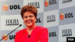 De ganar las elecciones, Rousseff sería la primera presidenta mujer del país.