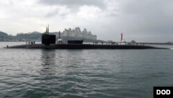 Američka podmornica Ju-es-es Mičigen uplovljava u Busan, Južna Koreja, 25. aprila 2017.