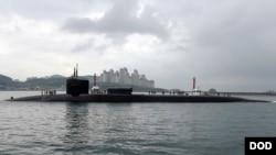 منگل کو ہی امریکی آبدوز 'یو ایس ایس مشیگن' جنوبی کوریا پہنچی۔