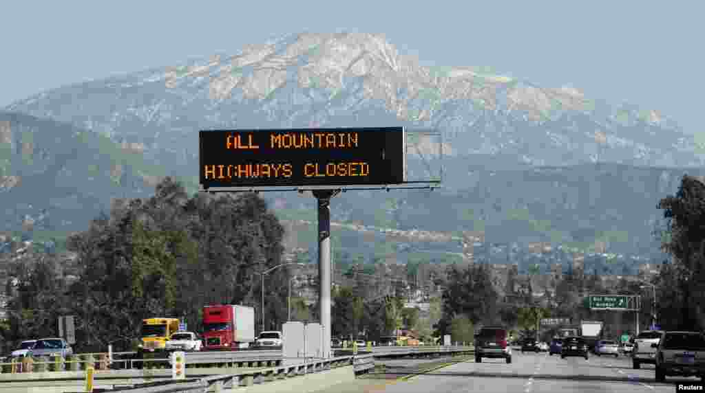 A sign near the San Bernardino Mountains warns of road closures during a manhunt for former LAPD officer Christopher Dorner, Feb. 12, 2013.