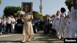 El gobierno de Cuba asegura que Payá murió en un accidente de tránsito, aunque organizaciones civiles ponen en duda este informe.