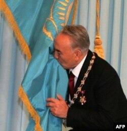 1989 yildan beri davlatni boshqarayotgan Nursulton Nazarboyev yana bir bor prezidentlikka saylanmoqchi
