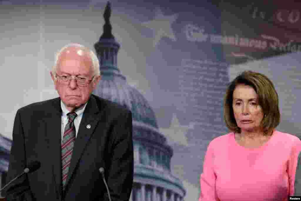មេដឹកនាំសំឡេងភាគតិចក្នុងរដ្ឋសភាអាមេរិក គឺលោកស្រីNancy Pelosi និងលោកSen. Bernie Sanders ស្ថិតក្នុងសន្និសីទសារព័ត៌មានមួយដែលនិយាយអំពីសំណើថវិកាសម្រាប់ឆ្នាំ ២០១៨ នៅវិមានកាពីតូល ក្នុងរដ្ឋធានីវ៉ាស៊ីនតោន។