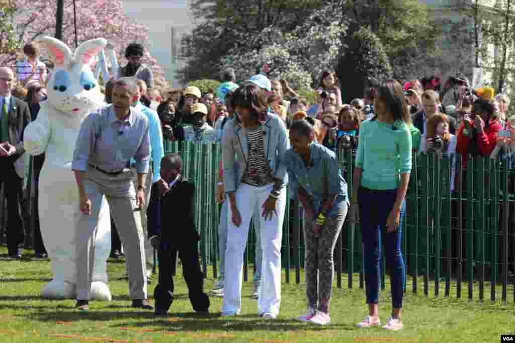 Las hijas de Barack Obama, Sasha y Malia participaron del evento.