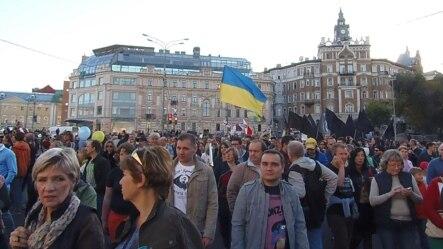 去年秋季莫斯科的一次大规模反政府集会,示威者呼吁俄罗斯停止入侵乌克兰(2014年9月资料照片 美国之音白桦拍摄)