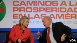 La secretaria de Estado de EE.UU., Hillary Clinton, y el secretario general de la OEA, José Miguel Insulza.