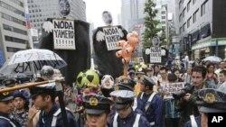 Ribuan warga Tokyo berunjuk rasa menentang kebijakan pemerintah Jepang dalam mengoperasikan kembali PLTN Ohi (Foto: dok).