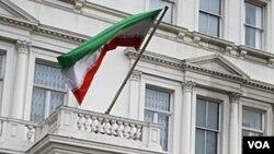 Polisi Inggris siaga di depan Kedutaan Iran di London setelah Menlu Inggris meminta diplomat Iran meninggalkan London (30/11).