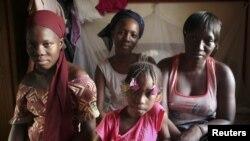 wakimbizi kutoka mji wa Timbuktu, Mali wakisubiri msaada wa makazi.