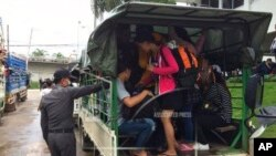 Thai immigration officer check Myanmar on car