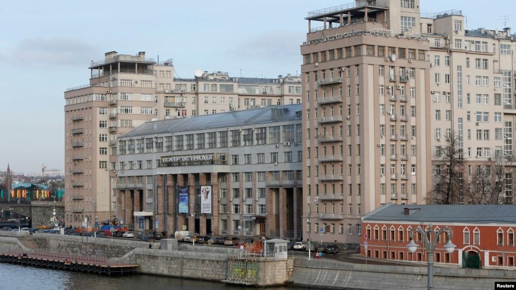 7880ba651db Дом на набережной» – советская история в миниатюре