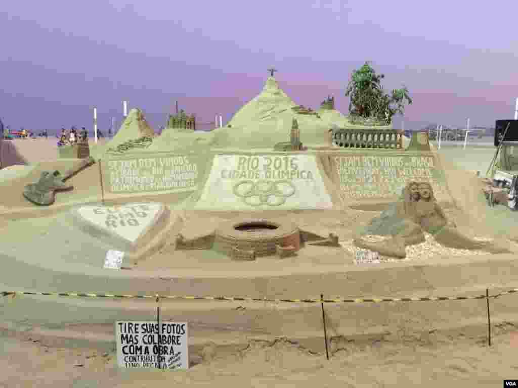 Castillos de arena un deleite para la vista de turistas y visitantes que llegan a Rio.