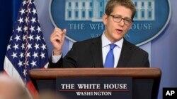 Juru bicara Gedung Putih, Jay Carney dalam pertemuan harian dengan media di Gedung Putih, Selasa (27/8).