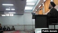 نزدیکان حسن خمینی، با انتشار این عکس می گویند او هنگام برگزاری آزمون، در قم مشغول تدریس بوده است.