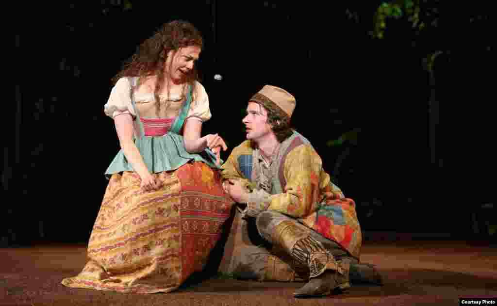 Susannah Flood i Will Rogers u predstavi Kako vam drago, ovogodišnjoj produkciji ciklusa Shakespeare u Parku, koju režira Daniel Sullivan (Photo: Joan Marcus)