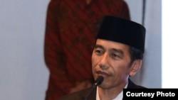 Presiden Jokowi memberi sambutan dalam peringatan Haul Ke-7 K.H. Abdurrahman Wahid, Jumat 23 Desember 2016 malam, di Komplek Masjid Al-Munawwaroh, Ciganjur, Jakarta. (Foto: Biro Pers Kepresidenan)