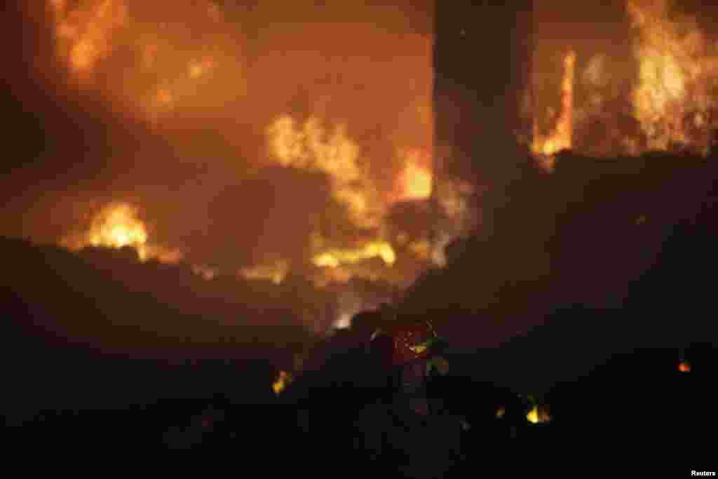 فیکٹری میں آتشزدگی کا ایک منظر