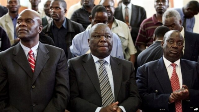Morgan Tsvangirai (C) Arthur Mutumbaru (L) and Gibson Sibanda (R),  27 March 2007 (file photo)