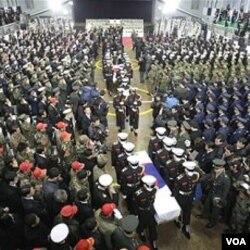 Upacara pemakaman dua anggota marinir Korea Selatan yang tewas akibat serangan artileri Korea Utara, dilakukan di Seoul, Sabtu.