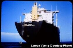 Con thuyền Virgo với thuyền trưởng Hartmann Schonn và 33 thuyền viên đã cứu mạng gia đình Lauren Vương ngày 29/6/1980.