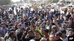 Protesters chant anti-government slogans in front of Kut's provincial headquarters building, Iraq, February 17, 2011