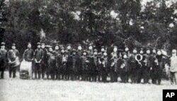 赫德(最右)和他的乐队