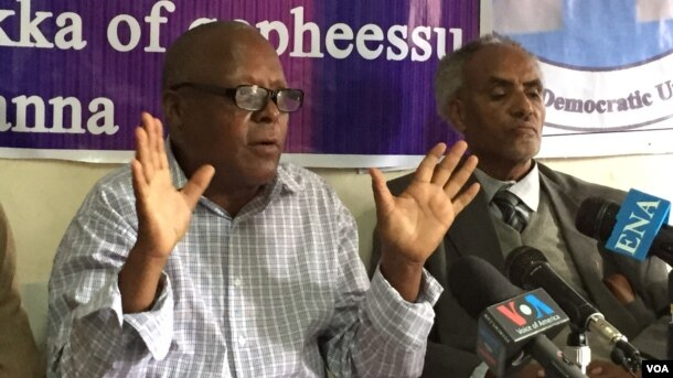 "FILE - Ethiopian opposition leader Merera Gudina (L), seen here in a July 2015, photo, says claims that violent protests cause his movement to lose credibility losing credibility are ""probably the fabrication of the government and some Western media."""