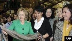Xillari Klinton Markaziy Osiyoda parlament demokratiyasi ish berishiga ishonadi